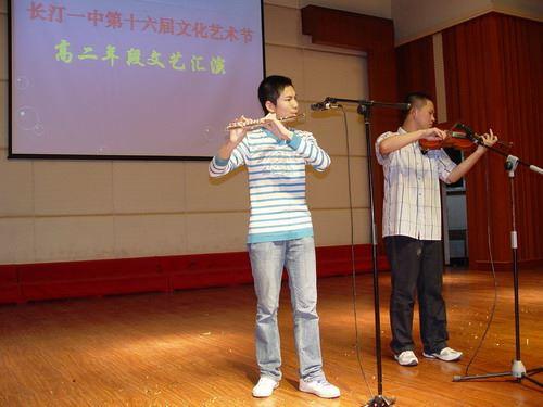 小提琴,长笛表演《梁祝》  高二(5)班  陈星昌等